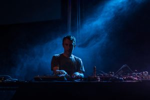 RJD2 performing at Moogfest 2014 | Wikimedia | TheDapperDan | CC BY 3.0