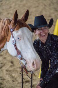 Jennifer Oltmanns und ihr Wallach Topgun (Foto: Privat)