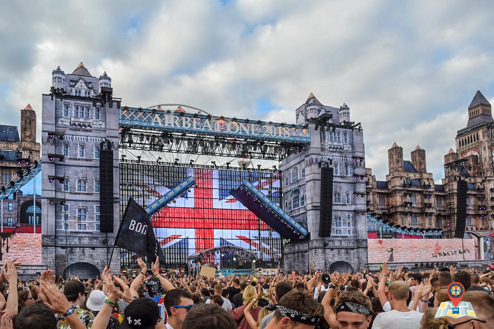 Auf dem Bildschirm des Mainstage ist die britische Flagge zu erkennen. (Bild: Chelsy Haß)