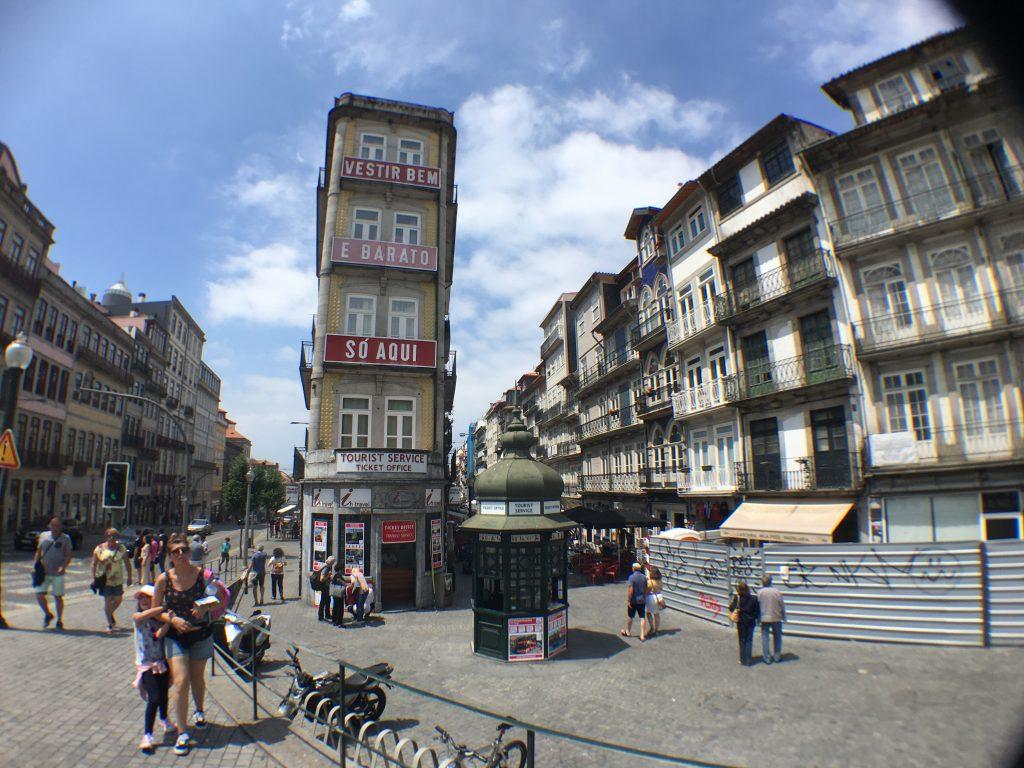 In Porto ist es an manchen Stellen auch mal ein bisschen enger (Bild: Mareike Wübben)