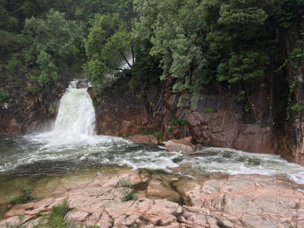 Das Ziel der Wanderung: Der Wasserfall (Bild: Mareike Wübben)