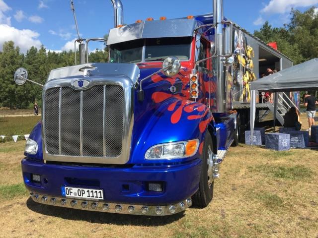 """In diesem """"Transformers""""-Truck befand sich ein Marvel-Fanstore. (Bild: Verena Sieling)"""