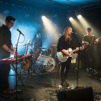AVEC, österreichische Songwriterin, bei ihrem Auftritt am 2016-11-19 in Vöcklabruck (Von Robert Wetzlmayr - Eigenes Werk, CC BY-SA 4.0, https://commons.wikimedia.org/w/index.php?curid=53330654)