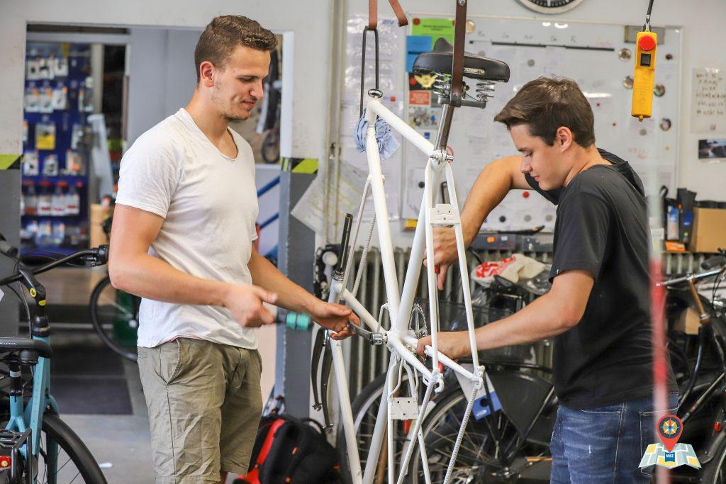 Arbeiten am Tallbike (Bild: Claus Hock)