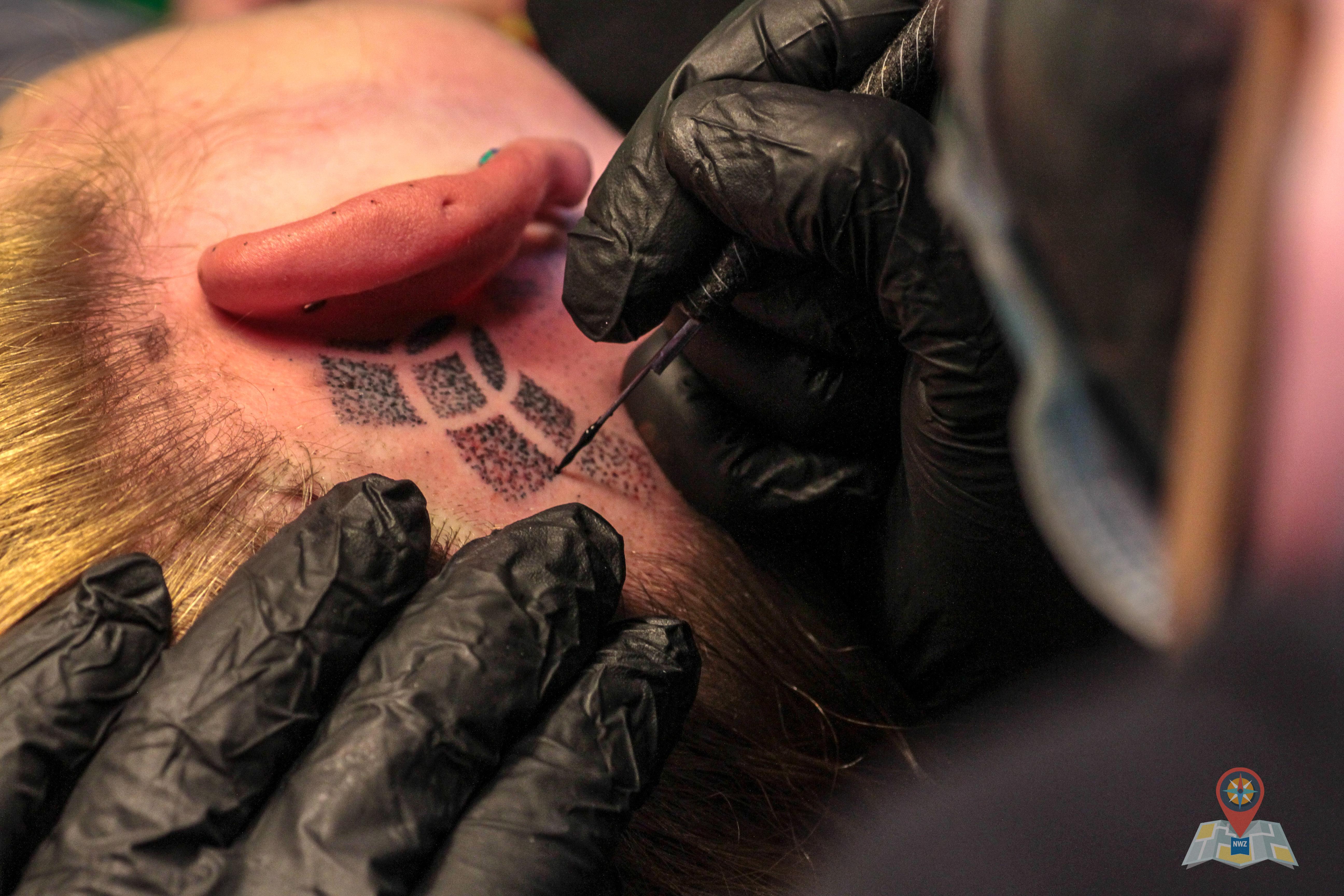 Hand Poked Tattoos Kunstwerke Mit Einer Nadel Klarnordisch Das