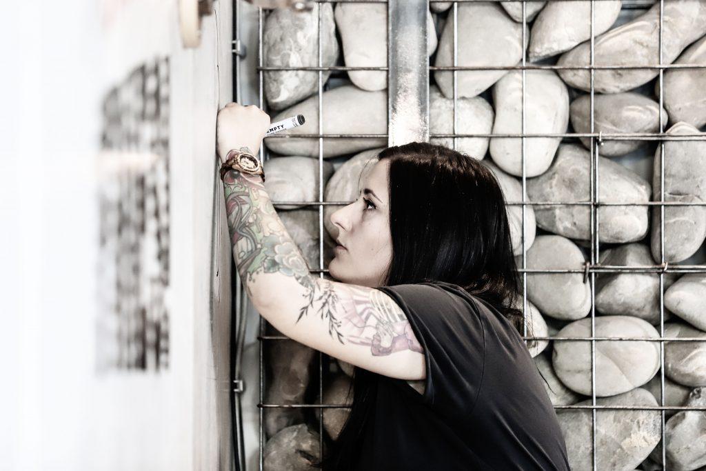 Janine Wulf bei der Arbeit (Bild: Claus Hock)