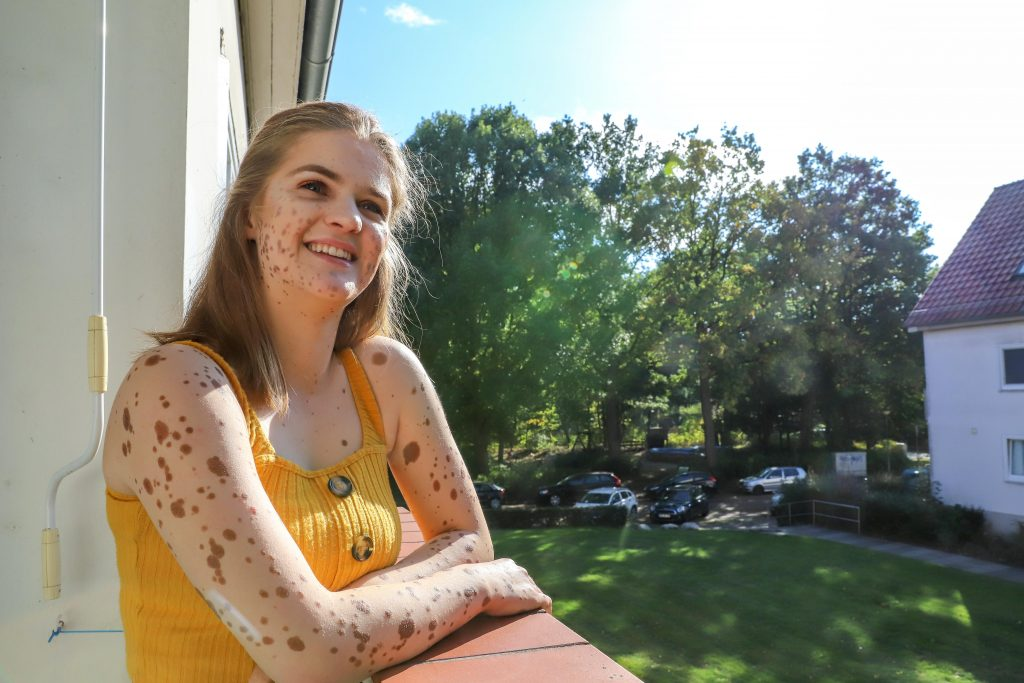 Heute ist Marika eine lebensfrohe junge Frau, deren Strahlen ansteckend wirkt. (Bild: Claus Hock)