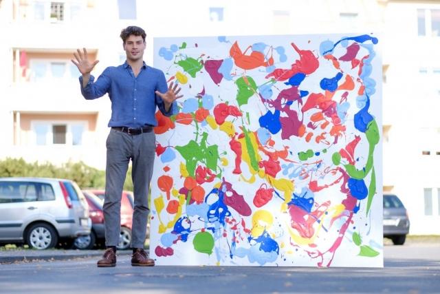 """Für das Bild """"Farben essen"""" hat Fynn rund 30 Liter Farbe genutzt. (Bild: Christian J. Ahlers)"""
