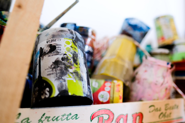 Am liebsten malt Fynn mit Acrylfarben. (Bild: Christian J. Ahlers)
