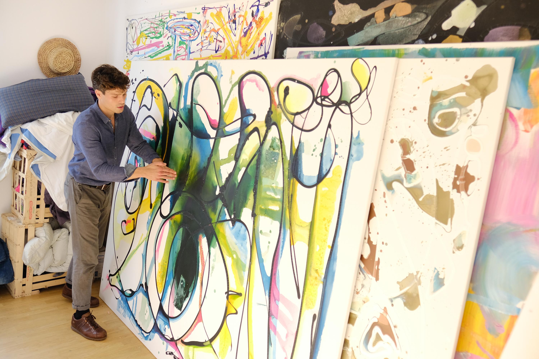 Einige Bilder finden in Fynns WG-Zimmer Platz. Dieses Kunstwerk ist mithilfe seiner eigenen Technik entstanden. (Bild: Christian J. Ahlers)