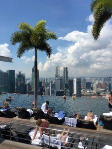 Der Infinitypool im Marina Bay Sands-Hotel (Bild: Emily Zimmermann)